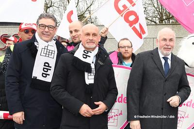 v.l.n.r.: Andreas Hemsing (Bundesvorsitzender der komba gewerkschaft), Volker Geyer (dbb Fachvorstand Tarifpolitik) und Ulrich Silberbach (Bundesvorsitzender des dbb beamtenbund und tarifunion) (Foto: © Friedhelm Windmüller / dbb)